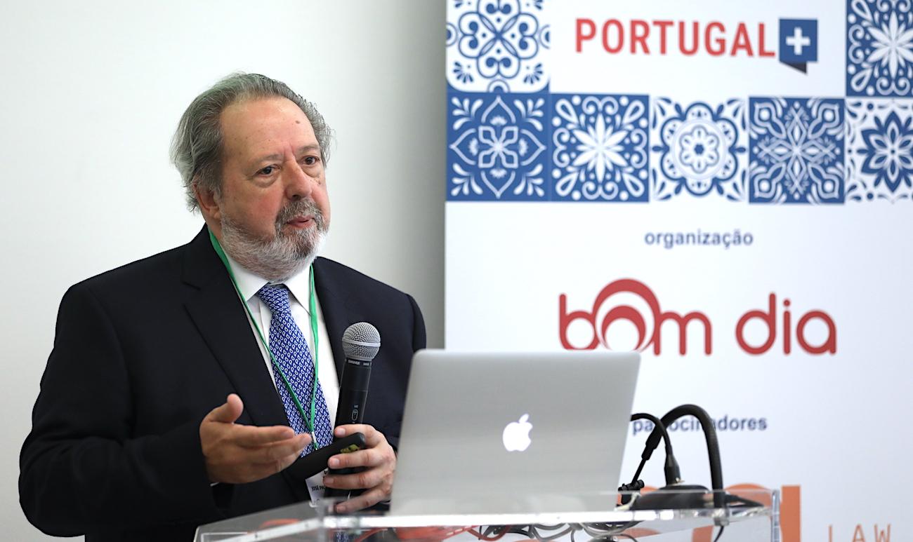 Pacheco Pereira: A memória da diáspora está em risco